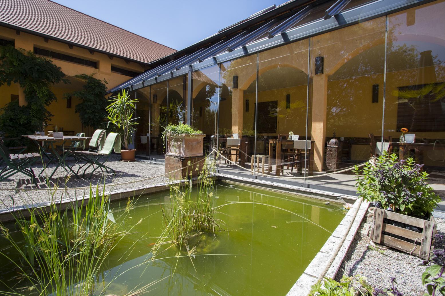 neuer wintergarten glasfront mai 2015 landhaus. Black Bedroom Furniture Sets. Home Design Ideas